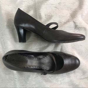 Naturalizer brown size 9 career pumps heels shoes